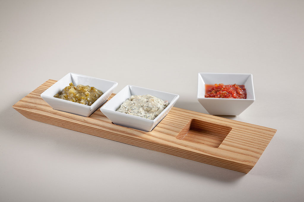 wood restaurant food trays with ramekin inserts